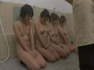 【JKレズ動画】幼いレズビアン女子校生達が修学旅行中に欲情しお風呂場で乱交セックス