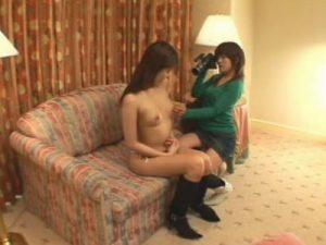 【素人レズ動画】ガチの女ナンパ師が口説いた貧乳の美人JDとラブホでハメ撮りレズプレイ