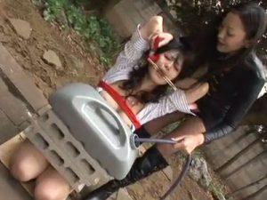 【SMレズ動画】ドMな美熟女レズビアンが女王様コンビに緊縛されて野外で調教レイプされる