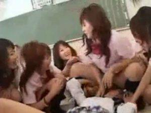 【JKレズ動画】ビアンだらけの女子校に転校してきた白ギャルJKが輪姦レズレイプで犯される